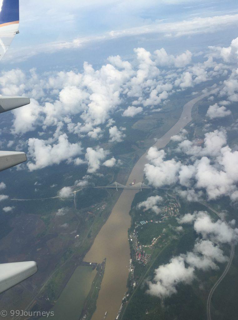 Flug über den Panamakanal